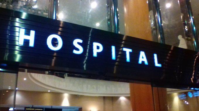 バムルンラード病院の入り口。めっちゃ立派。