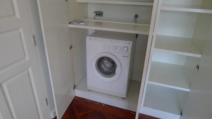 かつての定宿『Phachara Suites Sukhumvit』は各部屋に洗濯乾燥機がありました。